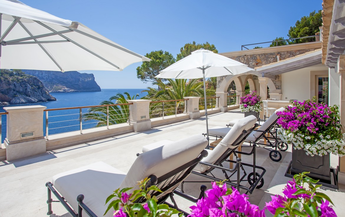 Luxury Villa for rent with sea view and sea access